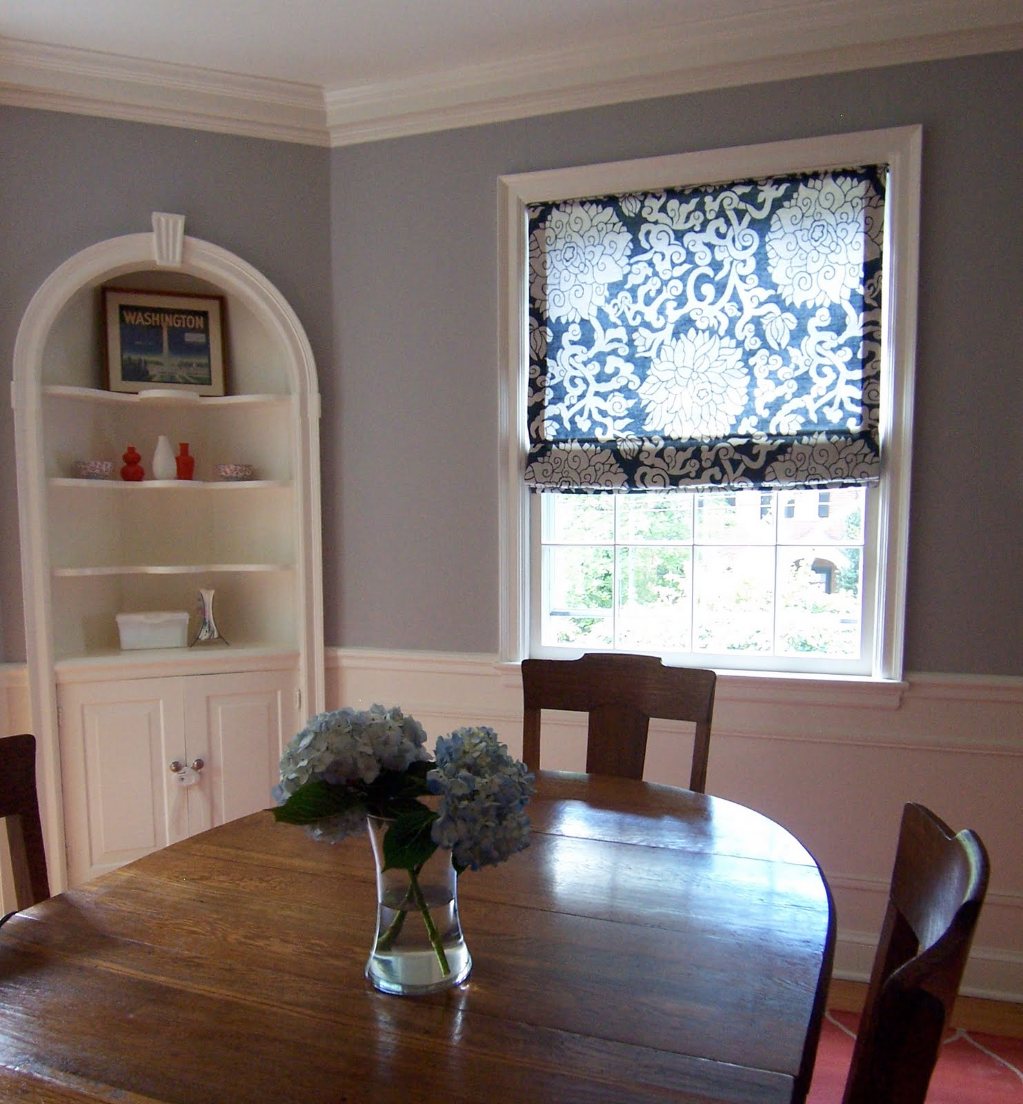 Cheerful gray dining room benjamin moore s ac 28 smoke Cheerful colors to paint a room