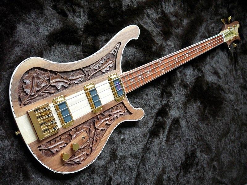 A Gibson 335 and a Westone Rainbow 1 side by side Lemmy+rickenbacker+4004