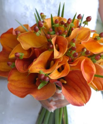 A bold bouquet in a sensational autumn colors make this beautiful bouquet