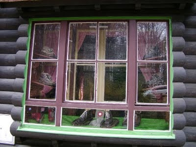 Prozor s gojzericama - Grafičar