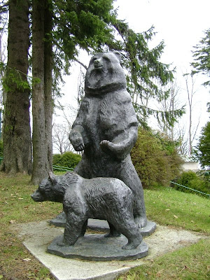 Medvjedica s mladunčetom ispred Tomislavca