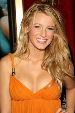 Blake Lively Curly Hair on Blake Lively S Wavy Hair Looks Great With All Over Highlights