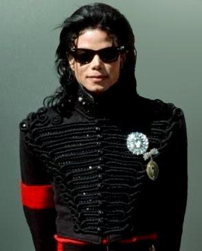 Michael_Jackson_and_President_Bush_2_(cropped).jpg