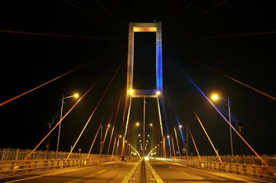 foto jembatan suramadu