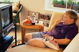 Comer mirando la tele engorda