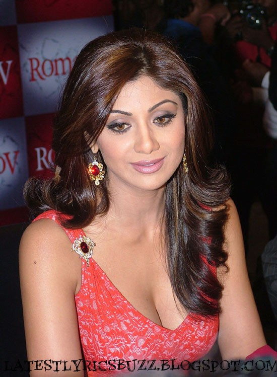 Shilpa Shetty Spicy Hot Pics in Low Neck Dress