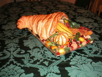 bread cornucopia