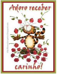 Gatinho com rosas felina