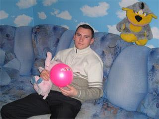 Вадим с игрушками