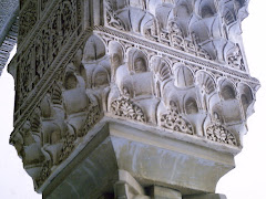 Capitel con mocárabes, en La Alhambra
