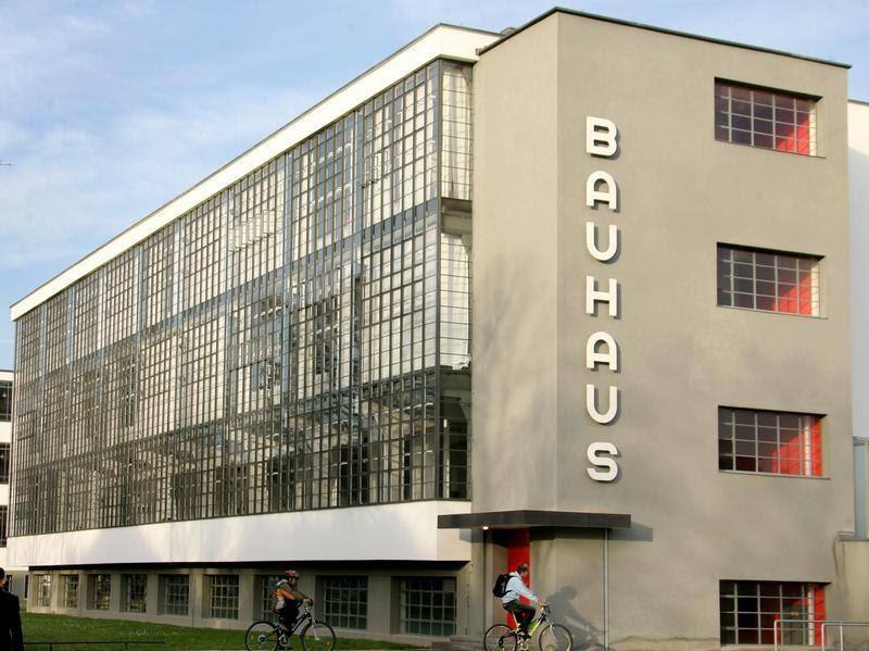 Translatonia walter gropius manifiesto bauhaus for Bauhaus berlin edificio