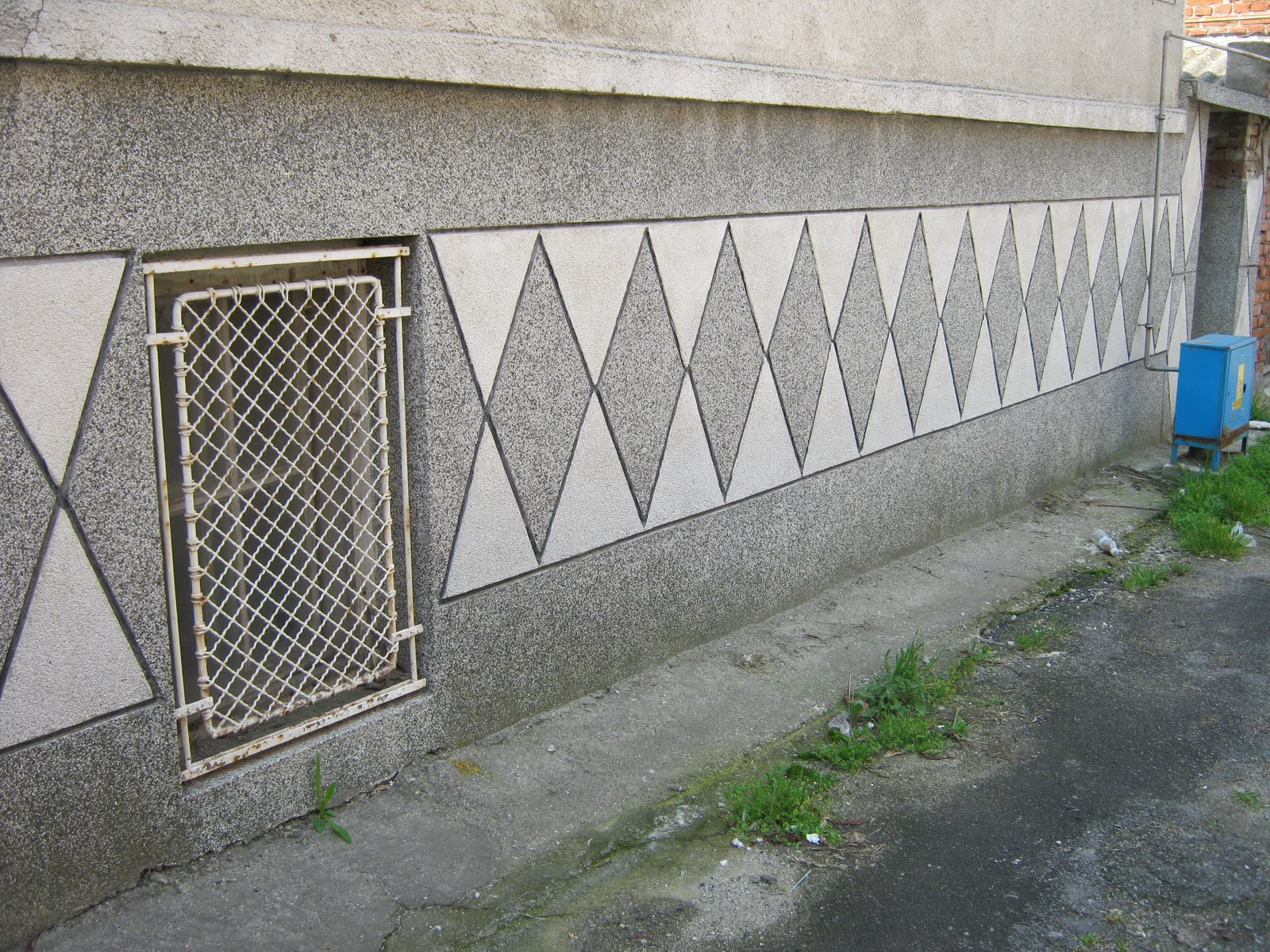 Simple Boundary Wall Design : Yambol daily picture april