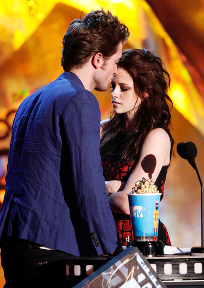Kristen Stewart And Robert Pattinson Kissing In Public. I#39;m surprised that Rob and