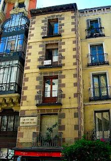 Casa de la calle Mayor en la que vivió y murió Calderón (Foto propia)