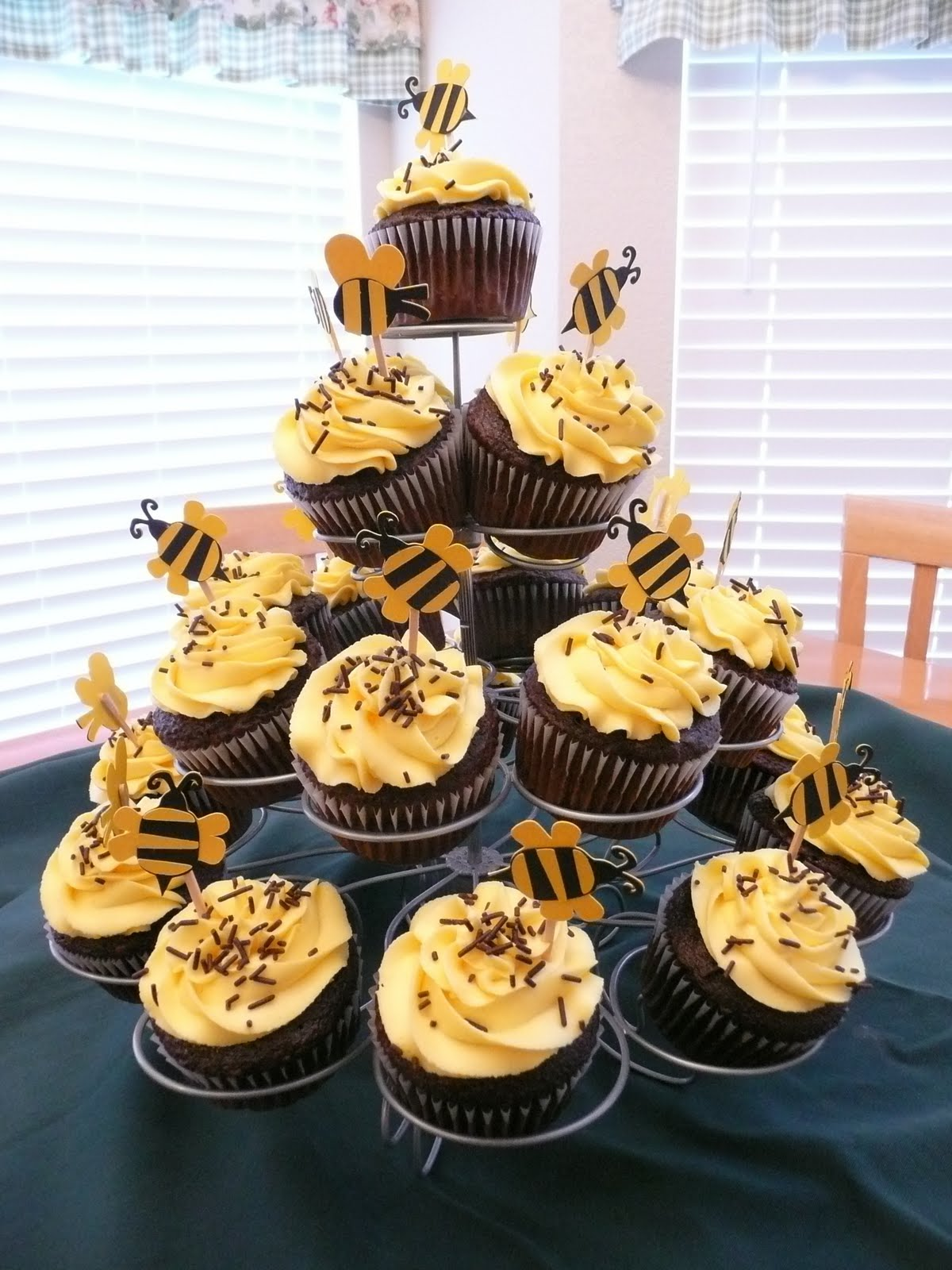 pick your cupcake bumble bee hive