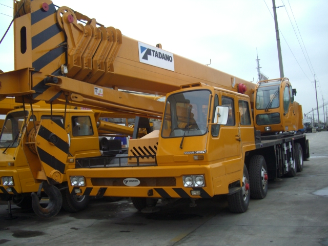 the advantages of hiring a crane The company began work on the project in june 2016 with two cranes and six   the province has a number of natural advantages that make it an excellent   when they purchase or rent crane trucks and other crane equipment and services.