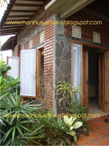 foto-foto kondisi rumah hemat biaya \u0026 hemat energi berdinding bata merah tanah liat terekspos & Desain Bangunan Rumah untuk Menyiasati agar Nyaman Hemat Energi ...