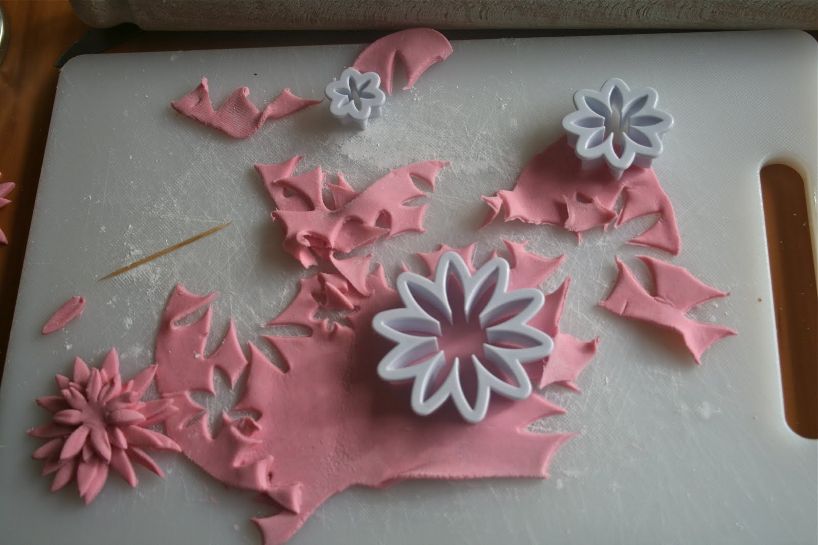 how to make icing lily flowers