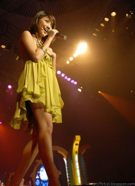 Bunga Citra Lestari On Stage - Sexy BCL with yellow gown