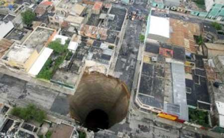 Lubang Raksasa di Guatemala City - Gambar Foto Dan Video