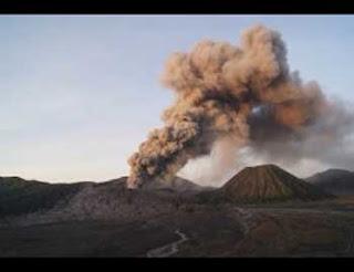 bromo meletus berita terbaru keadaan gunung bromo meletus