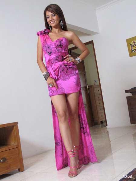 Foto dan gambar Seksi Farah Quinn with Pink Gown