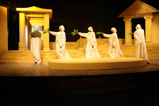 an examination of the role of tiresias in the play oedipus rex by sophocles Sophocles was always a very strong believer of destiny, but in the story of  oedipus the king he had different  tiresias had many roles in the oedipus play.