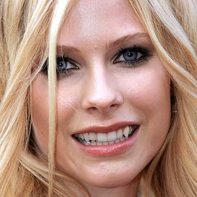 http://2.bp.blogspot.com/_T6Sp0OJuClw/TA1K49kfHHI/AAAAAAAAC8c/euVkIqHFOiM/s400/teeth-avril-lavigne-400a071807.jpg