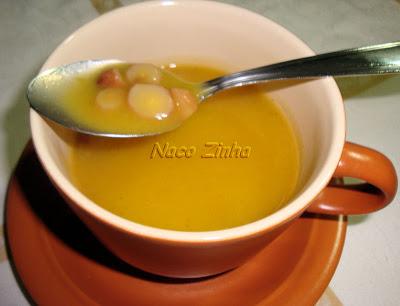 Sopa de pinhão com mandioquinha