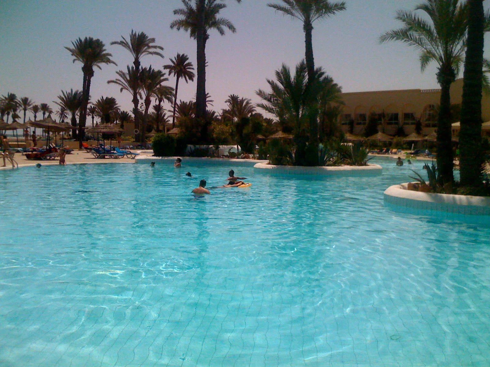 Le blog du visiteur de l 39 h tel zephir zarzis tout au for Au fond de la piscine chanson