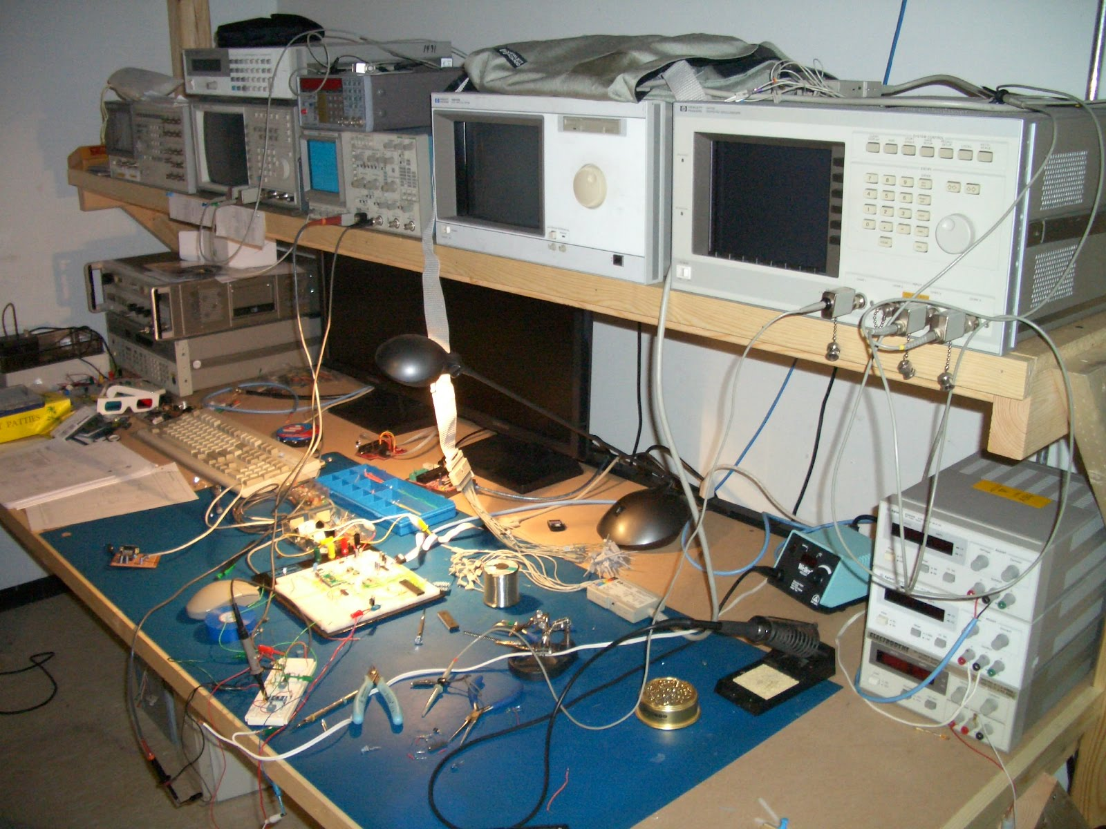 Electronic Test Benches : Playing with bits my electronics bench and test equipment