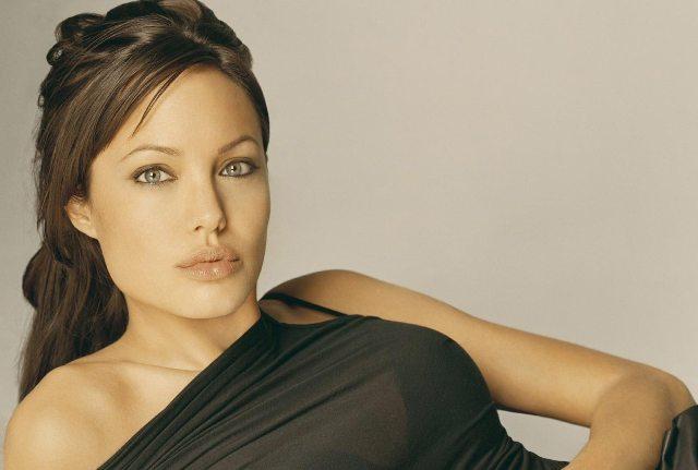 angelina jolie wallpaper 2009. Angelina Jolie Wallpapers 2010