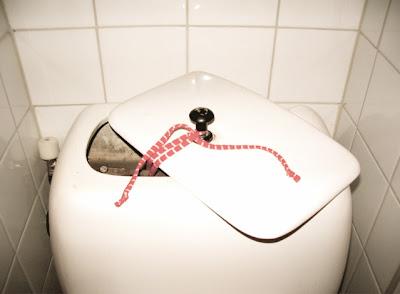 laga rinnande toalett