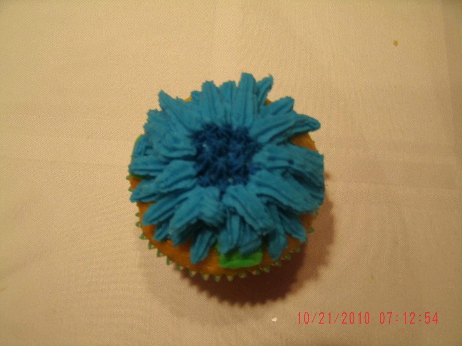 Big Bettie cakes: Lemon Flavored Flower Cupcakes