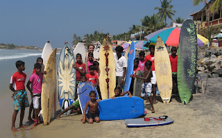 Jelle at the back, with many of the SISP surfer kids