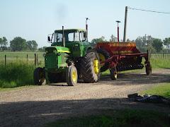 Sensacional Concurso: Buscando el Tractor John Deere más viejo andando por la zona.