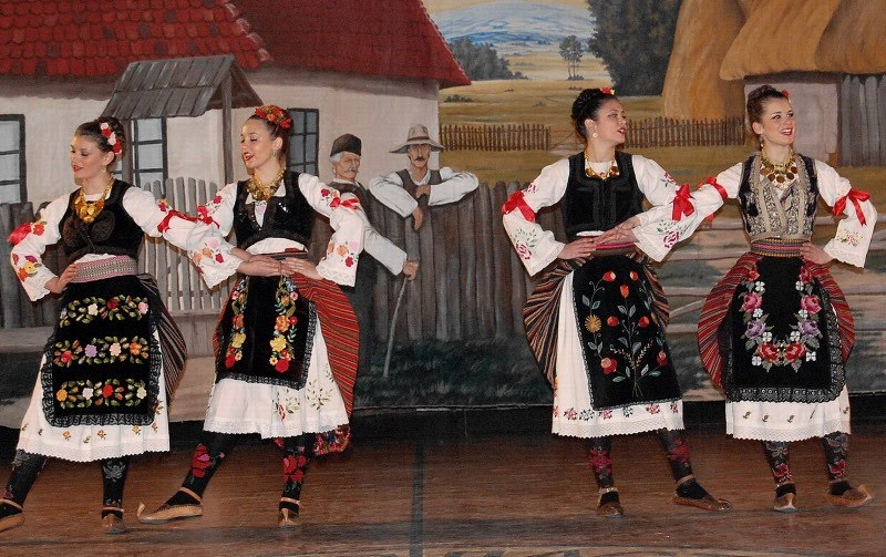 Serbian dating customs