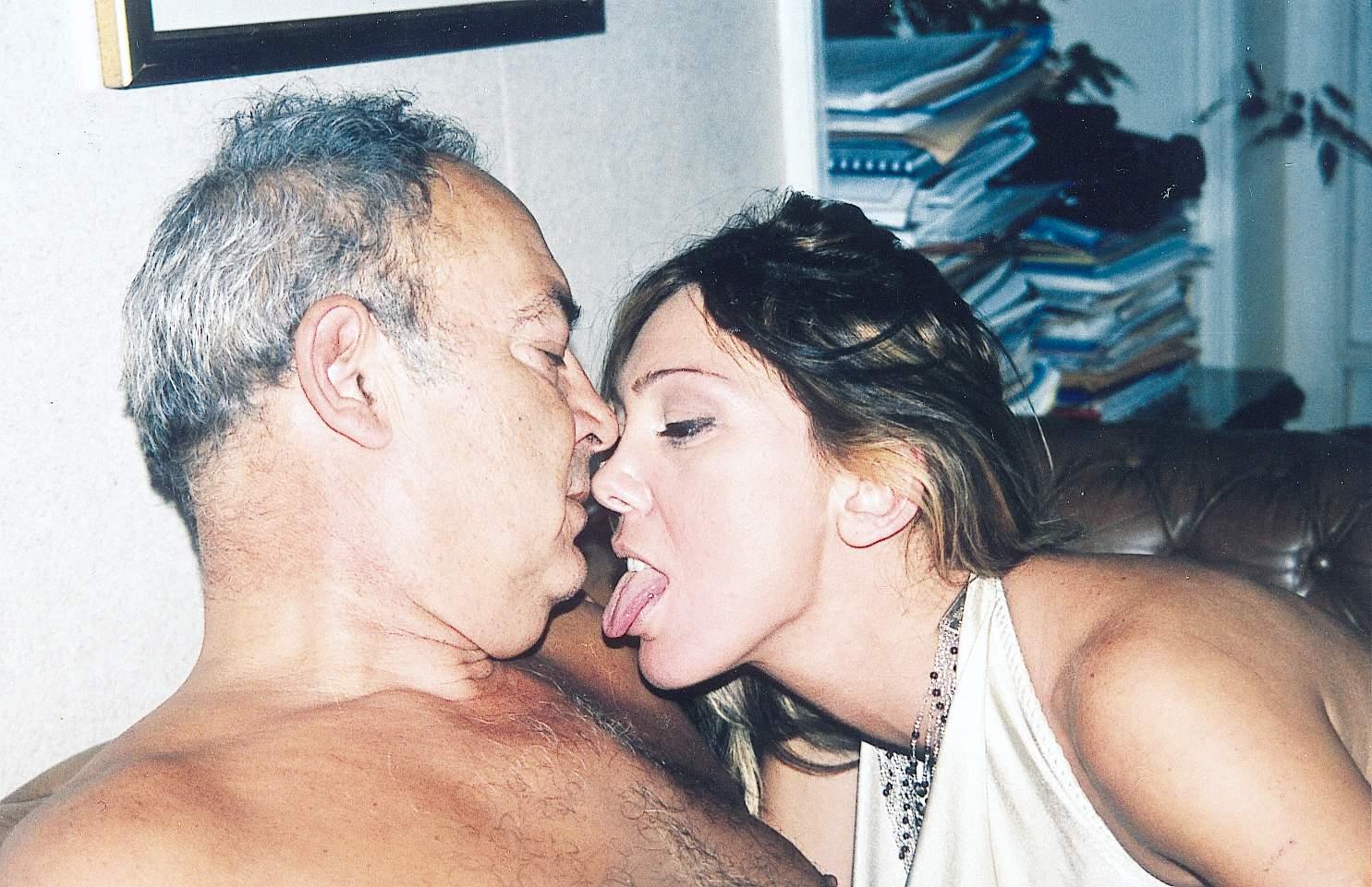 Sibel kekilli doktorda muayne oldu  Sürpriz Porno Hd Türk
