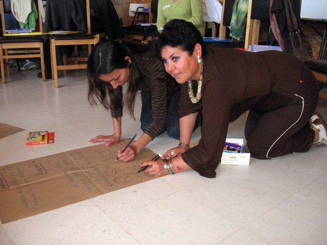 Profesoras trabajando en un curso de Ecología