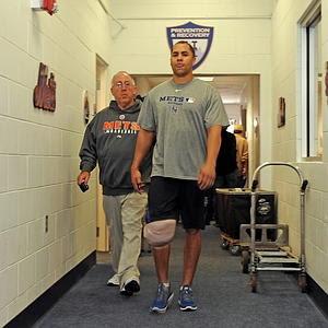 http://2.bp.blogspot.com/_TKMDKDvl7rg/TCCzjFOHbZI/AAAAAAAALp4/C_F6SnNDalA/s320/Mets+-+Carlos+Beltran+knee.jpg