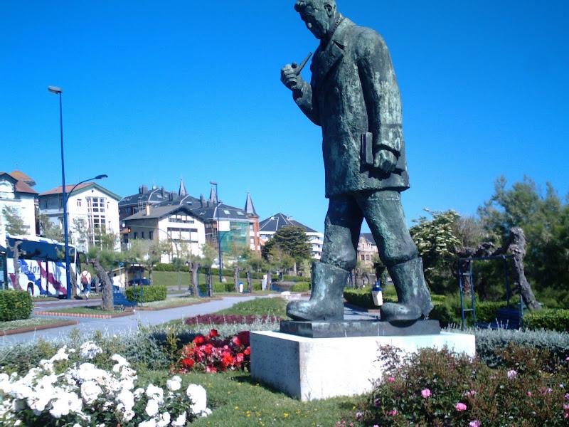 estatua homenaje a D. José del Río Saínz
