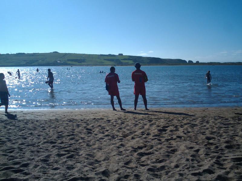 socorristas en la Playa de Mogro