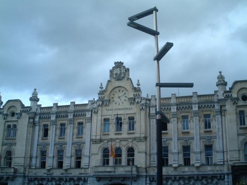 farola delante del Ayuntamiento de Santander