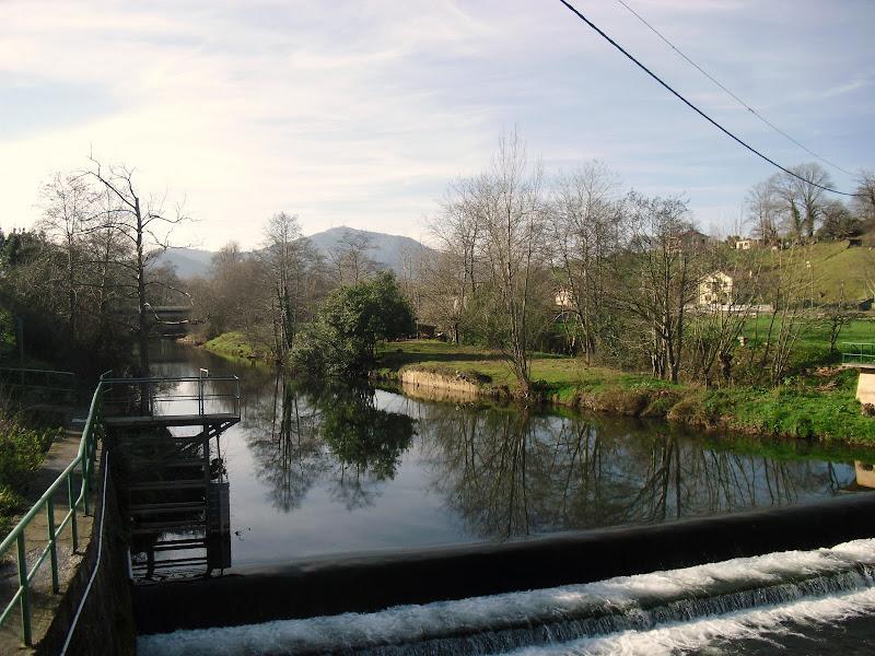 Peña Cabarca desde Puente Medieval de Agüero