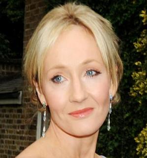 J.K. Rowling faz doação para exposição beneficente
