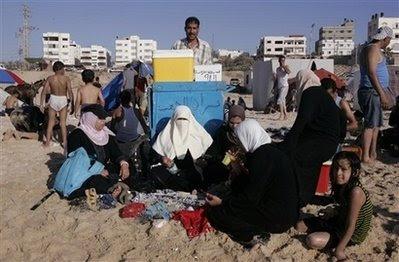 http://2.bp.blogspot.com/_TO8OGUZdN8U/SFwTxTPCg9I/AAAAAAAACKA/KzX-MpjDBUI/s400/gaza-beach-june-20-2008.jpg