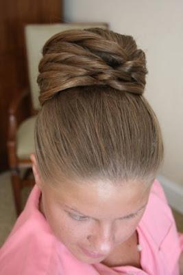 continuamos dndote ideas para tu peinado de novia si ests pensando llevar el pelo recogido en moo el da de tu boda aqu puedes ver unas cuantas fotos with