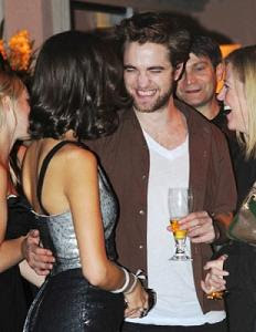 Camilla Belle Robert Pattinson on Boato Camille Belle Estaria Traindo Joe Jonas  Com Robert Patttinson