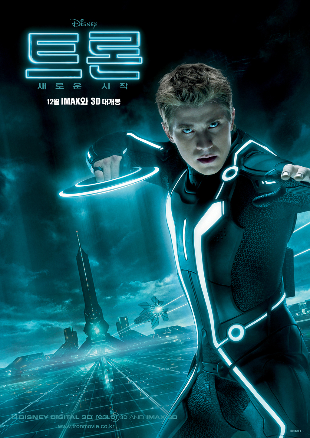 I am not a fanboy but I gotta admit this photo of Garrett Hedlund from Tron ...