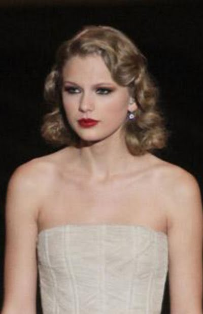 Taylor Swift Natural Hair, Long Hairstyle 2011, Hairstyle 2011, New Long Hairstyle 2011, Celebrity Long Hairstyles 2086